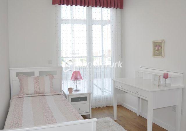 مجمع شقق جاهز للسكن بإطلالة بحرية رائعة في إسطنبول الأوروبية منطقة بيليك دوزو. DS273    داماس تورك العقارية
